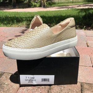 J/SLIDES shoes